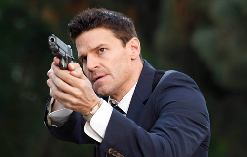 Seeley Booth karatasi la kupamba ukuta possibly containing a business suit called zaidi Stills 5x10