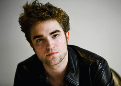 New Robert Pattinson LA Press Conference Pics