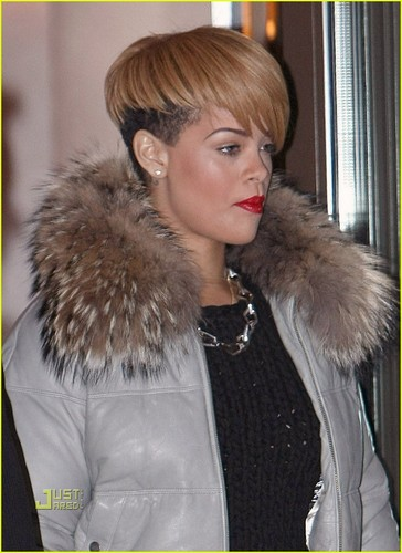 Rihanna wallpaper containing a fur coat called Rihanna