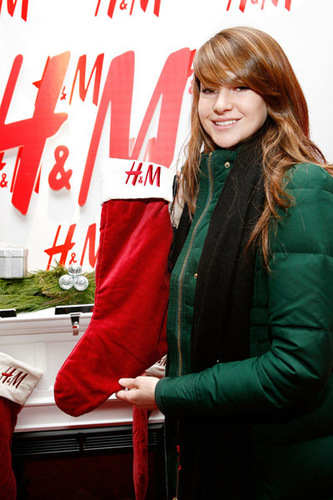 Shailene @ The H&M Artist Gift Lounge At Z100's 2009 Jingle Ball (2009)