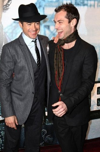 Sherlock Holmes Premiere - robert-downey-jr Photo