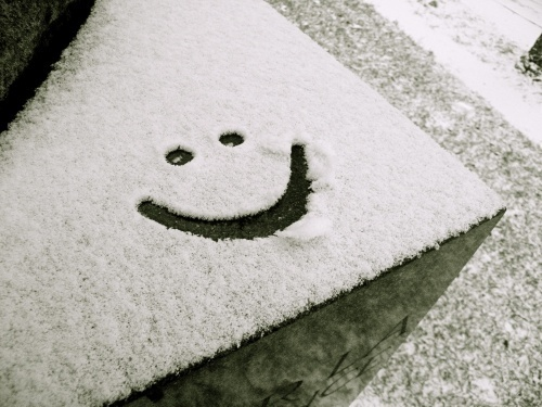 KEEP SMILING wallpaper entitled Smile with the Snow