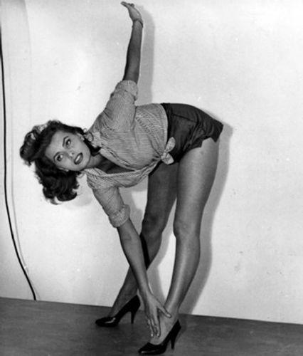 Sophia Loren wallpaper probably with tights titled Sophia Loren