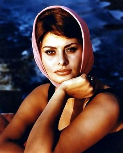 sophia loren wallpaper probably containing skin and a portrait called Sophia Loren