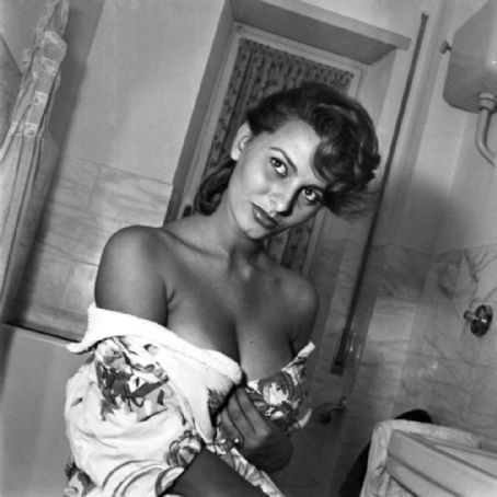Sophia Loren wallpaper probably containing a hunk, a living room, and a sign called Sophia Loren
