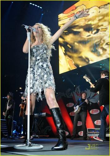 Taylor @ 2009 Z100 Jingle Ball