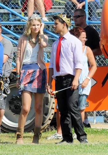 Taylor and Taylor On set of Valentines hari