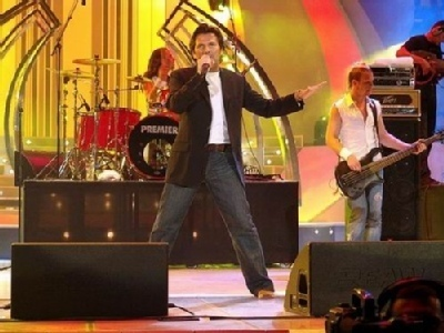 Thomas Anders achtergrond containing a concert and a guitarist called Thomas Anders