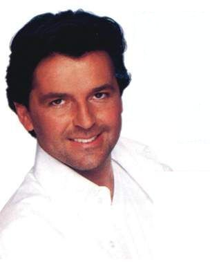 Thomas Anders Hintergrund probably with a portrait titled Thomas Anders