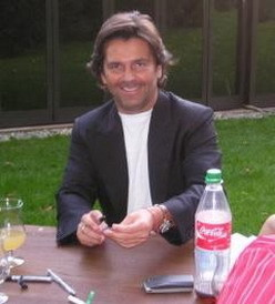 Thomas Anders achtergrond probably with a avondeten, diner tafel, tabel titled Thomas Anders