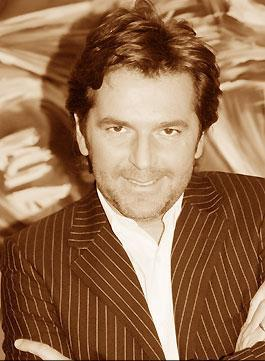 Thomas Anders Hintergrund probably with a business suit and a portrait entitled Thomas Anders