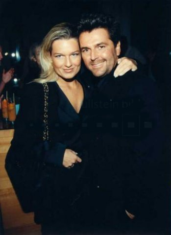 Thomas Anders Hintergrund probably containing a well dressed person and a portrait titled Thomas & Claudia