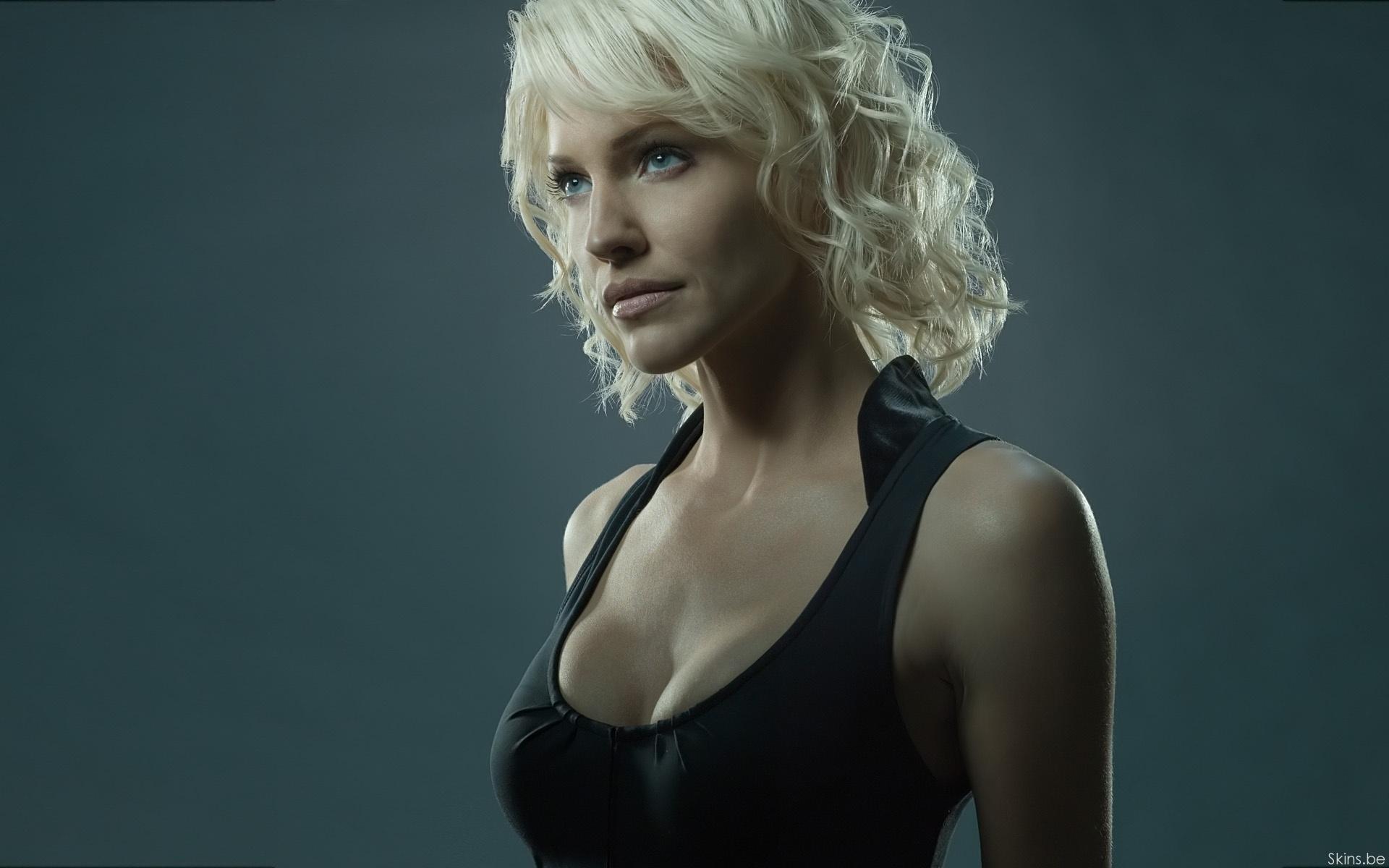 Tricia Helfer 'Battlestar Galactica' Widescreen Wallpaper