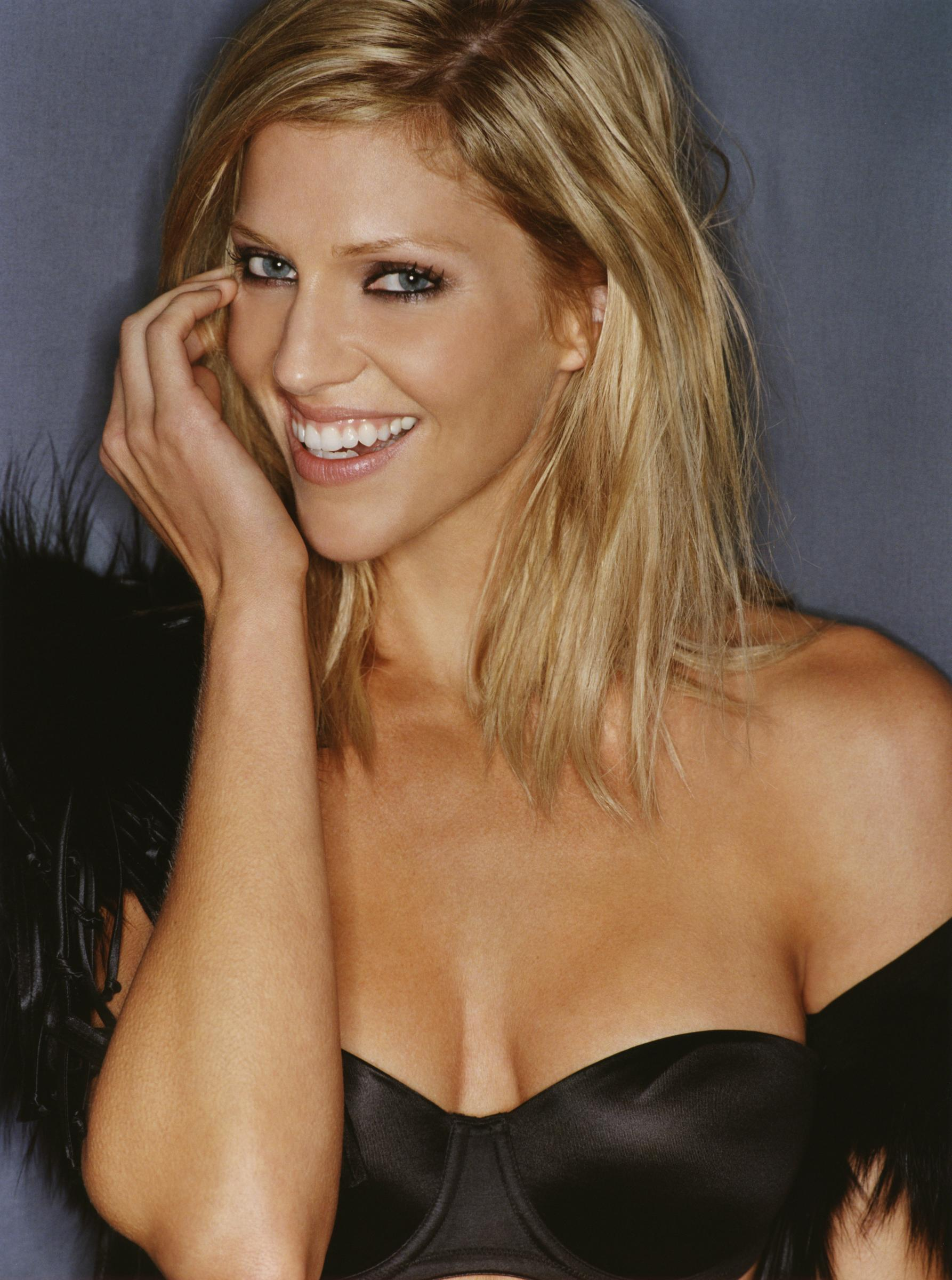 Tricia Helfer - Picture Gallery