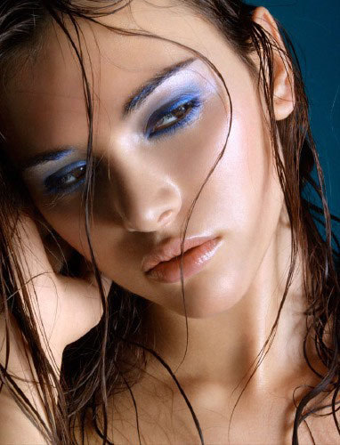 alina-vacariu-girls-9449875-382-500.jpg