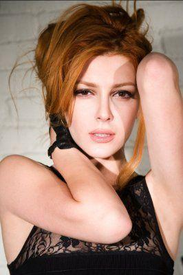 Elena Satine پیپر وال containing attractiveness, a portrait, and skin titled elle سے طرف کی Tyler shields