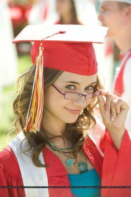 High School Musical fond d'écran with an academic robe called kelsi