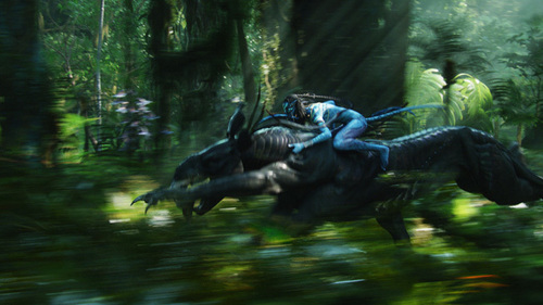 neytiri riding on the thanator