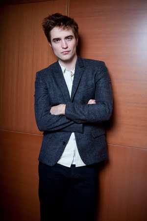 *NEW* Robert Pattinson Pictures From 日本