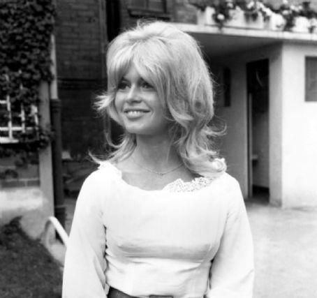 Brigitte Bardot hình nền entitled Brigitte Bardot