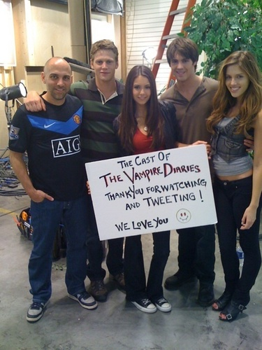 Nina Dobrev fond d'écran probably with a rue and a holding cell called Cast