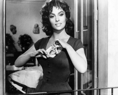 प्रतिष्ठित फिल्में वॉलपेपर probably with a holding cell and a penal institution entitled Gina Lollobrigida