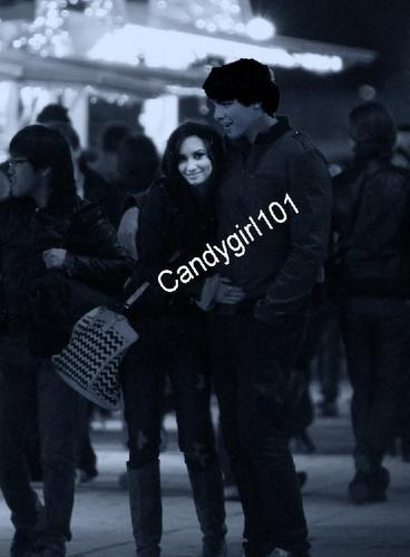 Jemi Walking in Paris