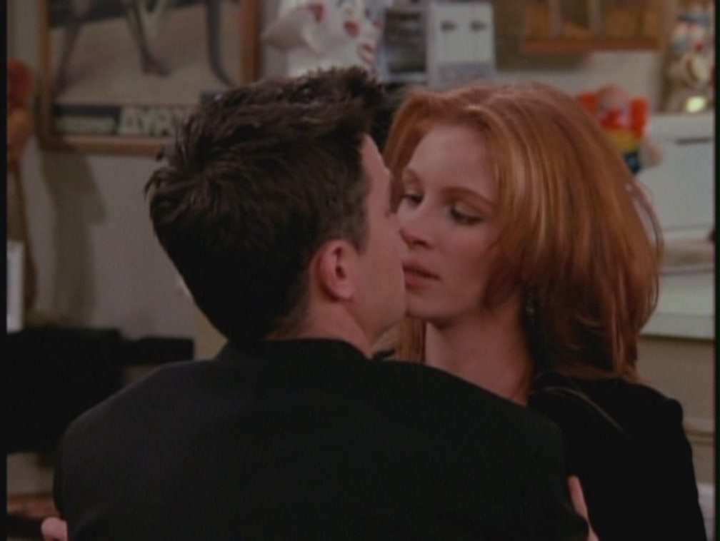http://images2.fanpop.com/image/photos/9500000/Julia-On-friends-julia-roberts-9552612-1008-758.jpg