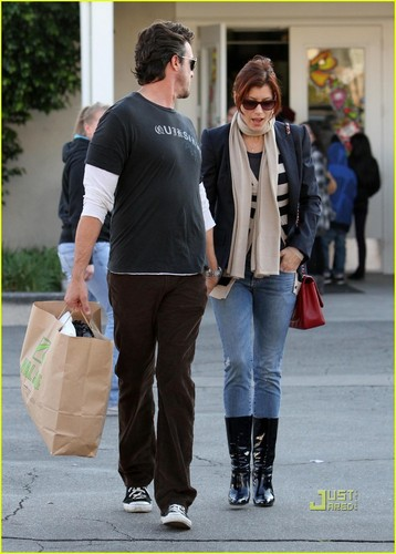 Kate shopping in Hollywood