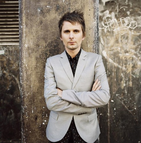 Matthew Bellamy wallpaper containing a business suit called Matt