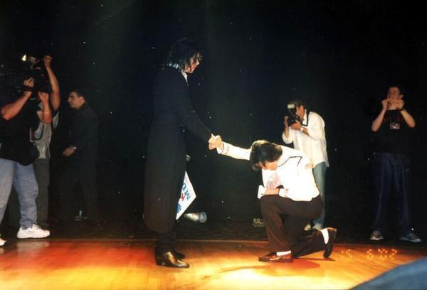 Michael and his impresionator Earnest Valentino - michael-jackson photo