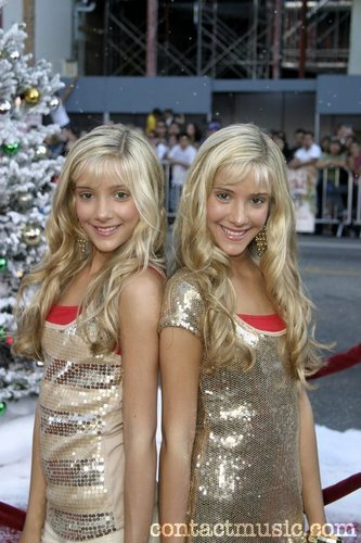 """Milly & Becky: """"Fred Claus"""" LA Premiere. at Grauman's Chinese Theater. Hollywood, CA - 03.11.07"""