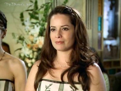 Piper Halliwell fond d'écran containing a portrait entitled Piper season 8;)