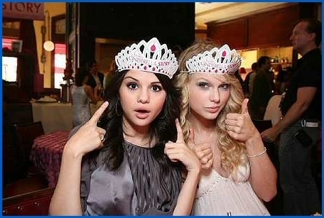 Kimmy's Photo Album Premiere-of-Another-Cinderella-Story-taylor-swift-and-selena-gomez-9527833-456-307