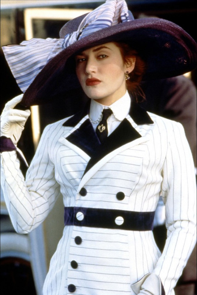 http://images2.fanpop.com/image/photos/9500000/Rose-titanic-9513230-650-973.jpg