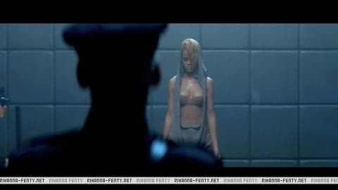 Video Rihanna Russian Roulette Official 110