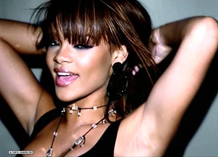 Rihanna russian roulette testo