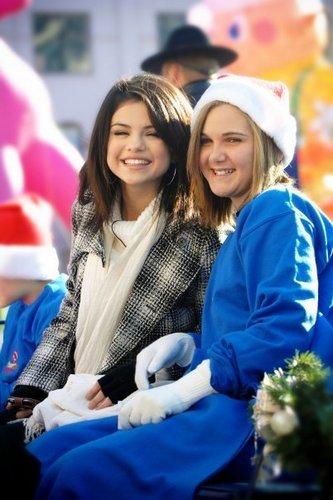 Selena @ Dallas Children's Medical Center クリスマス Parade