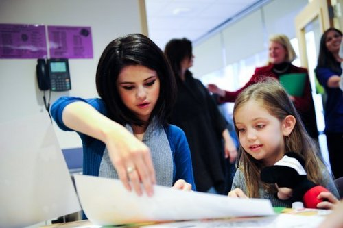 Selena @ Dallas Children's Medical Center 圣诞节 Parade