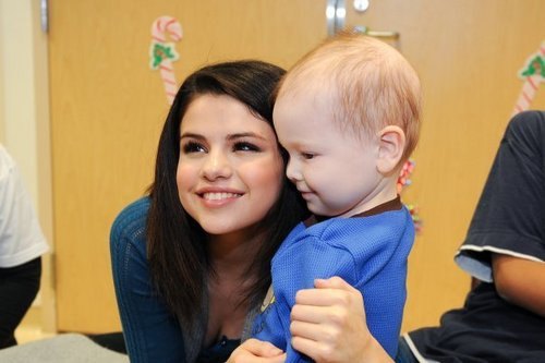Selena @ Dallas Children's Medical Center giáng sinh Parade