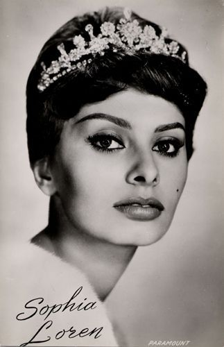 Sophia Loren wallpaper containing a portrait entitled Sophia Loren