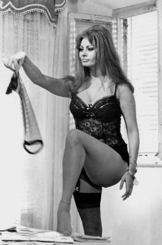 sophia loren wallpaper possibly containing a lingerie, a bikini, and an undergarment called Sophia Loren