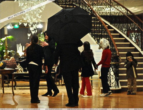 shopping at Lladro October 28, 2008