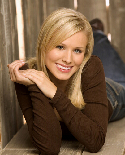 Veronica Mars wallpaper possibly containing a portrait called veronica mars photoshoots