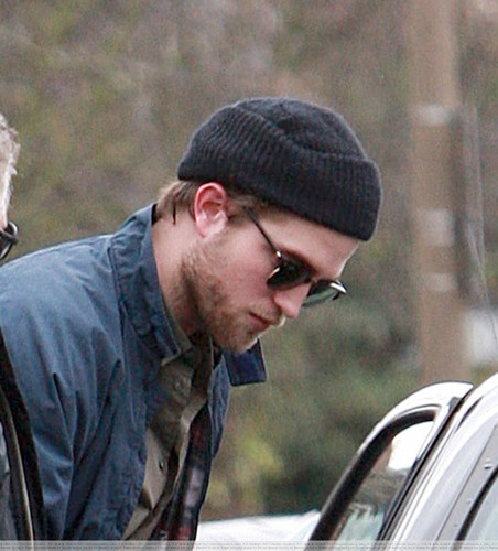 HQ Pics Of Robert Pattinson In Londres