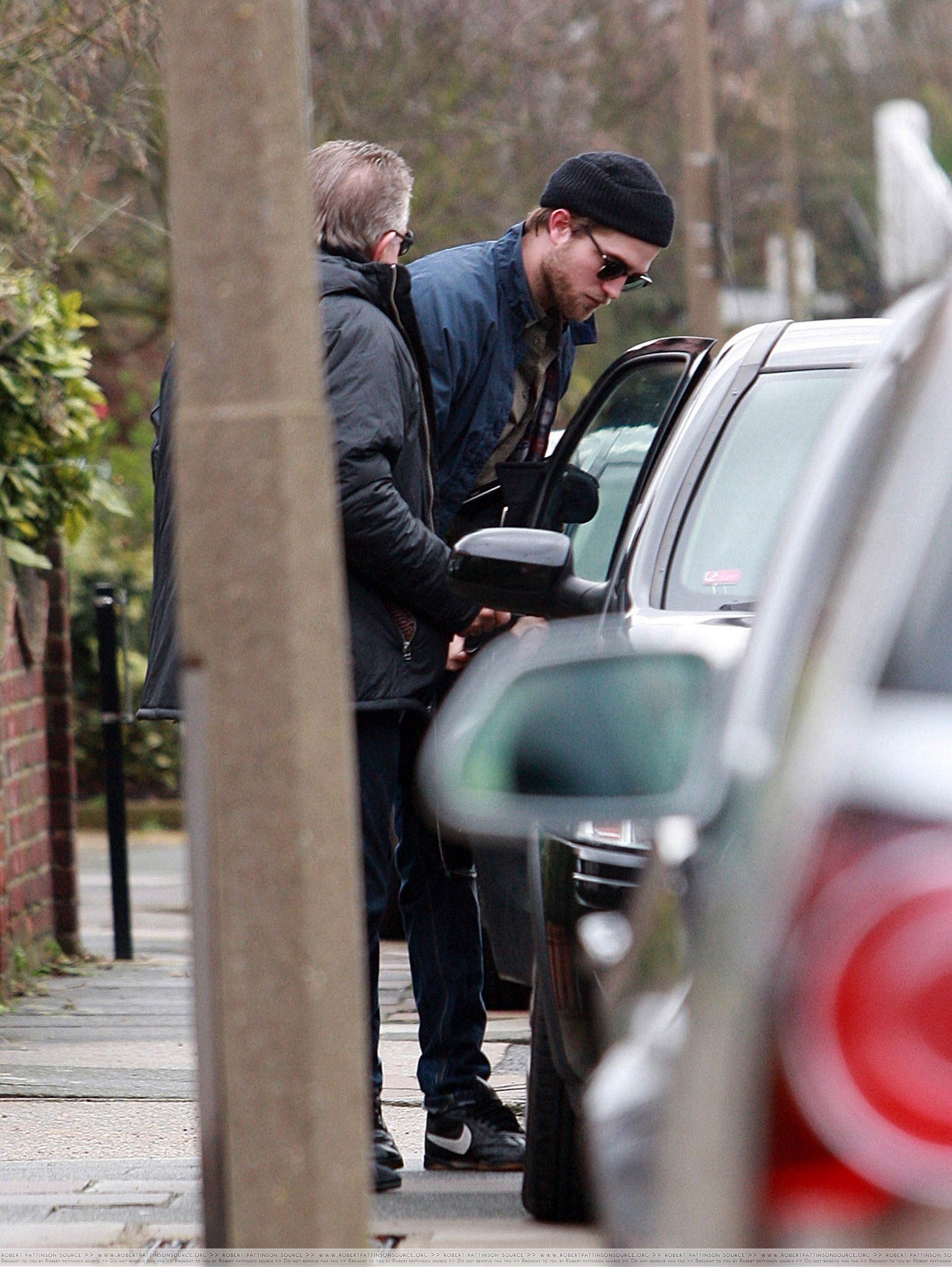HQ Pics Of Robert Pattinson In London