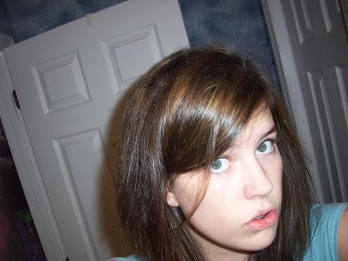 EL dyed her hair (: