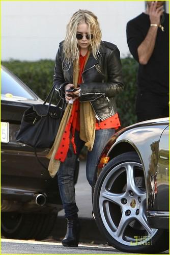 MK gets a parking ticket in Beverly Hills