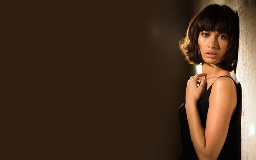 Olga Kurylenko 'Quantum of Solace' Widescreen Обои