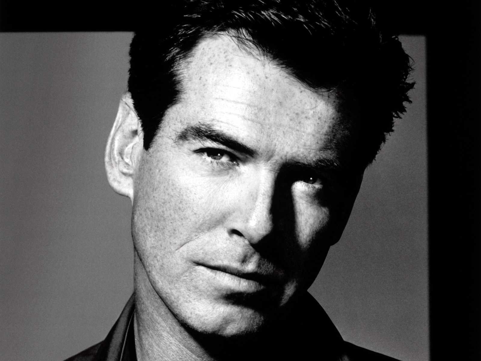 Pierce Brosnan - Wallpaper Hot